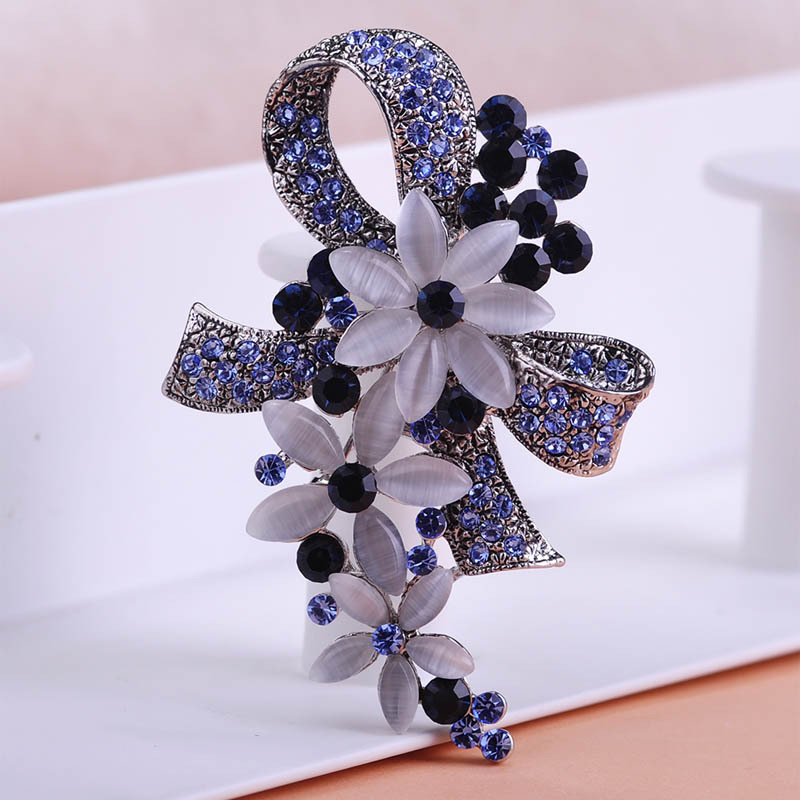 Madrry Pretty Elegant Antique Silver Color Flower Brooches with Opal Full Crystals Broches Scarf Pin Accessories Bouquet Wedding 2