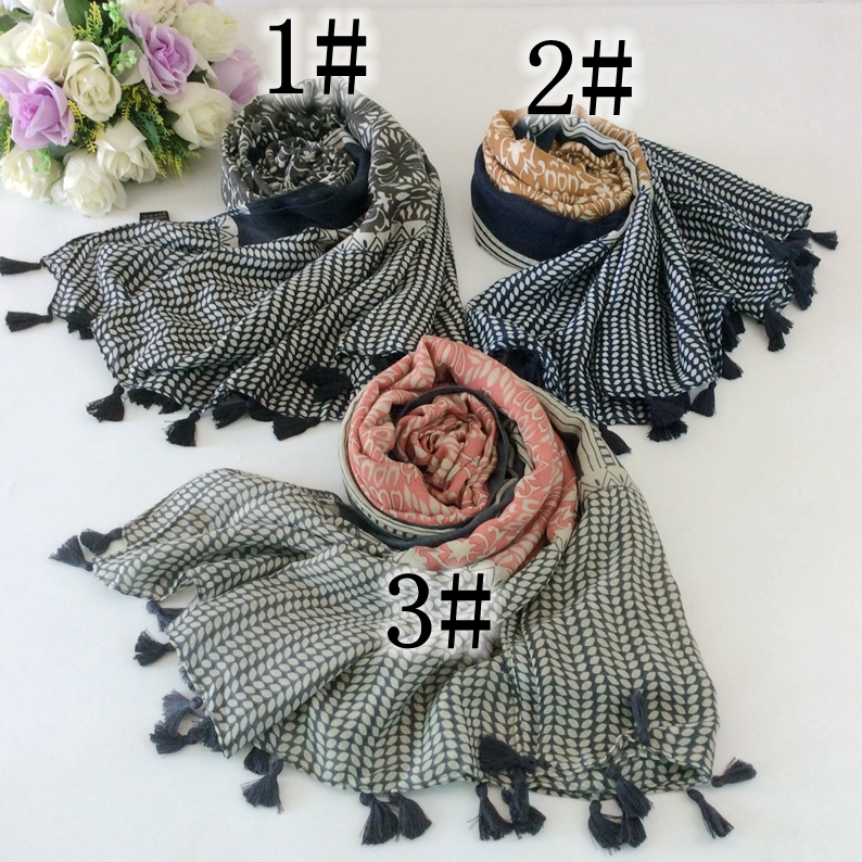 0f1c74f11ad4 Style de luxe Plaine Avec Dentelle Glands Coton Longues Femmes Foulards Et  Châles Hijabs Musulmans Silencieux Bandana Chapeaux 10 pcs lot A2-5