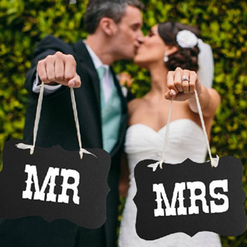 26*17cm Fashion Wedding Photography Accessories Couple Letters MR & MRS Signs Wedding Party Handheld Photo Props Banner Decor26*17cm Fashion Wedding Photography Accessories Couple Letters MR & MRS Signs Wedding Party Handheld Photo Props Banner Decor