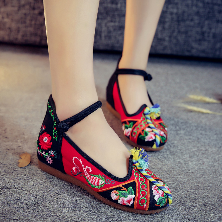 Newest Style Old Peking Women's Shoes Chinese Flat Heel With Flower Embroidery Comfortable Soft Canvas Shoes Plus Size red blue old beijing peacock s tail floral canvas flats blue red chinese national comfortable soft sole embroidery cloth dance shoes