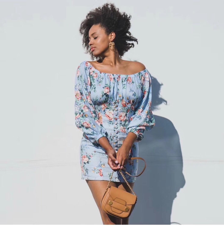 الأزرق الأزهار طباعة الكتان البسيطة اللباس قبالة الكتف طويل نفخة الأكمام الجبهة أزرار التفاصيل امرأة فستان عالي الجودة-في فساتين من ملابس نسائية على  مجموعة 1