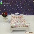 Casa de muñecas En Miniatura De Madera Cama Doble Set/2 Juego de Dormitorio Muebles cama y Mesita de noche Dollhouse Kits Hogar 1/12 escala