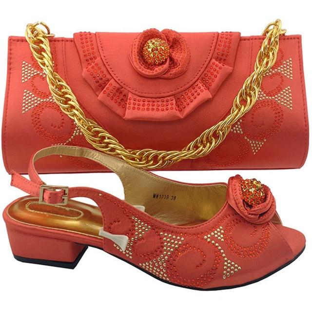Korallen Farbe Afrikanische Frauen Italienische Schuhe und Tasche Set  Verziert mit Appliques Italienische Schuhe mit Passenden 056bd0c0ff