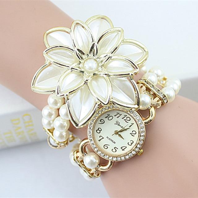 2018 Лидер продаж леди Роскошный белый цветок браслет Часы Для женщин модные жемчужные Кварцевые наручные часы Relogio feminino Montre Femme