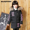 2016 Nuevo Chicas Chaquetas Abrigos ropa de Invierno de Espesor de Alta Calidad Cuello de Piel Grande Caliente Cartas Abrigo Ropa Exterior Niño