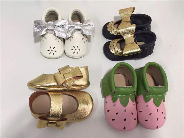 La moda de Cuero genuino Mocasines zapatos de Suela Blanda Del Bebé Del arco de los Bebés Zapatos Del Niño Recién Nacido Zapatos del Pesebre Primeros Caminante Envío Gratis