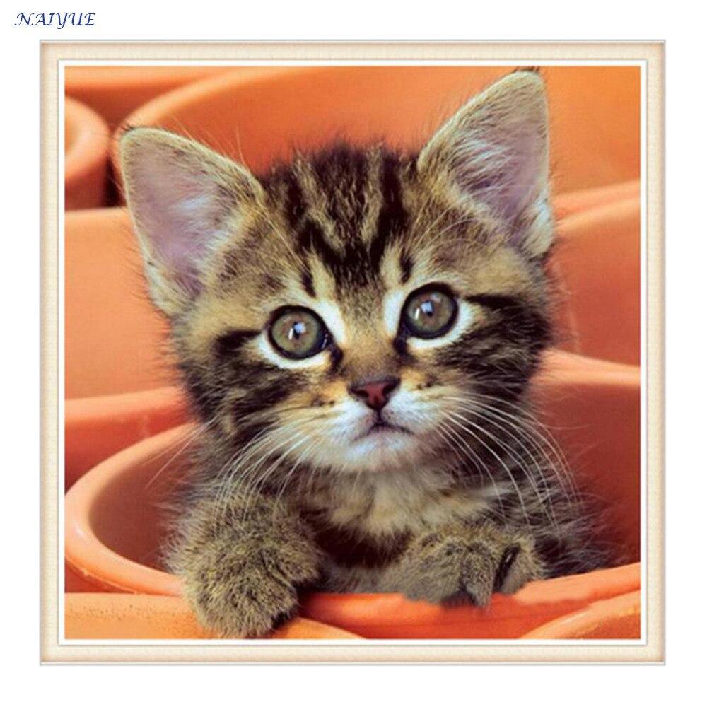 Вышивка маленькая кошка