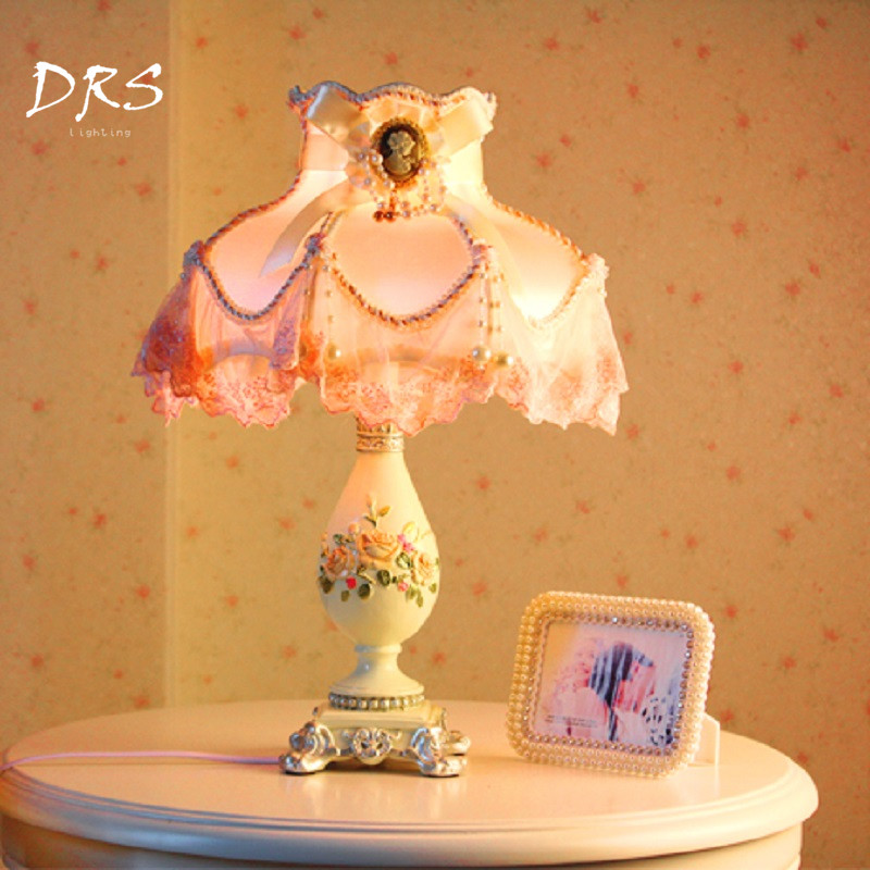European Table Lamp Bedroom Bedside Lamp Luminaria Pink Warmth Princess Lace Luxurious Creative Fashion Wedding Anniversary GiftEuropean Table Lamp Bedroom Bedside Lamp Luminaria Pink Warmth Princess Lace Luxurious Creative Fashion Wedding Anniversary Gift