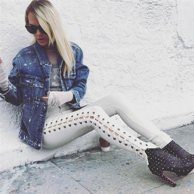 Lado Rendas Até As Mulheres da moda Calças De Brim Corredores Calças Preto Branco Leggings Stretch Sexy Leg Pequeno Oco Para Fora Do Lado Aberto Do Punk calças