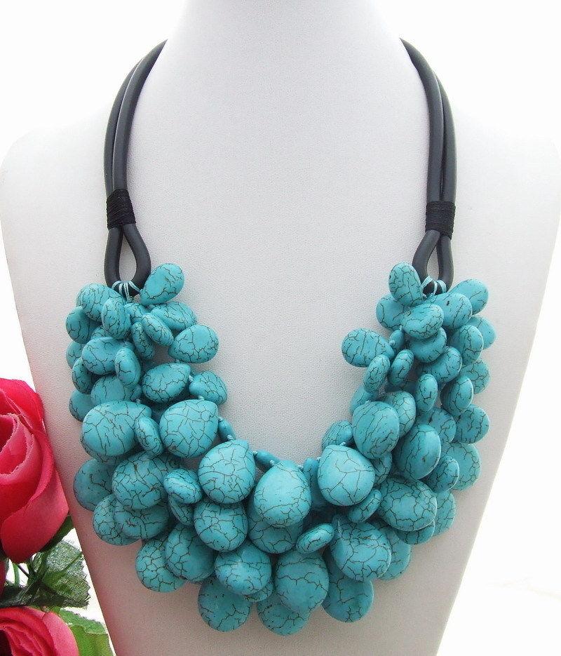 N130508 Magnifique! Collier en pierres précieuses bleues 4 brins