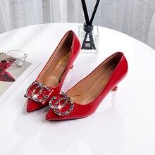 d97da7c7a Mulheres de Marcas famosas Bombas de Salto Alto Dedo Apontado Fivela Sapatos  de Casamento de Cristal