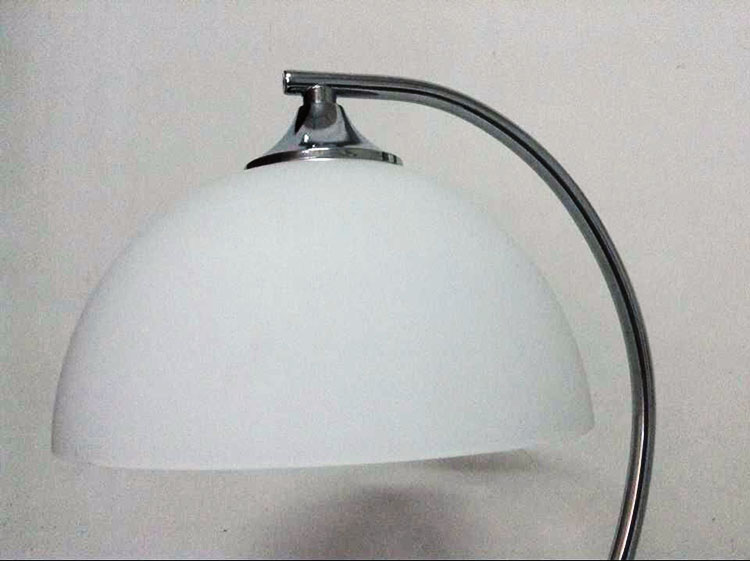 Lamp Slaapkamer Nachtkastje : A eenvoudige slaapkamer woonkamer lamp nachtkastje studie