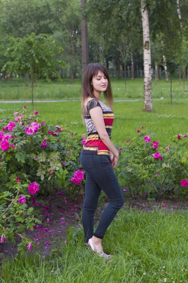 Tumedad teksasretuusid naistele