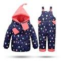 Niños Ropa de Invierno Chaquetas Para Las Niñas Cálido Abrigo traje para la Nieve Niños prendas de Vestir Exteriores Paracaídas Ropa Coat + Pant + Bufanda Set mono