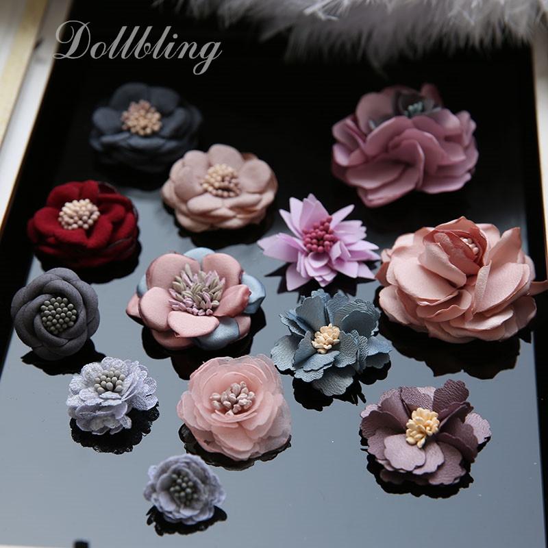Elegantní šedá květina ručně vyrobené náplasti zdobí auto - Umění, řemesla a šití