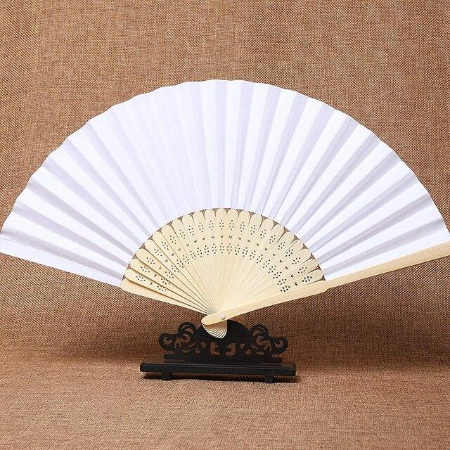 50 pz/lotto Bianco di Bambù Pieghevole Tasca di Carta A Mano Cinese Fan Fan Favori di Nozze Regali Di Compleanno Decorazione Del Partito Complementi Arredo Casa 21 centimetri