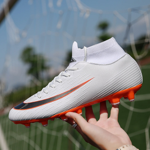 217adcdf09 Tornozelo Alta Encabeça Botas de Futebol Chuteiras de Futebol Botas Longas  Sapatos de Futebol Dos Homens