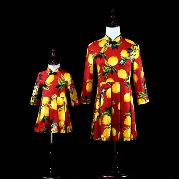 Europe and the United States 2018 autumn The new Parent-child outfit Seven-sleeve lemon print mother-daughter dress the good mother