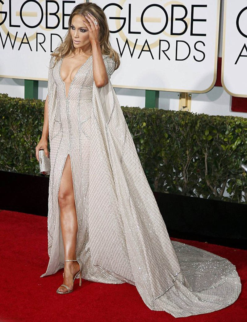 249B794400000578-0-Centre_of_attention_J_Lo_saved_the_gown_for_the_Golden_Globes-a-31_1421056158891