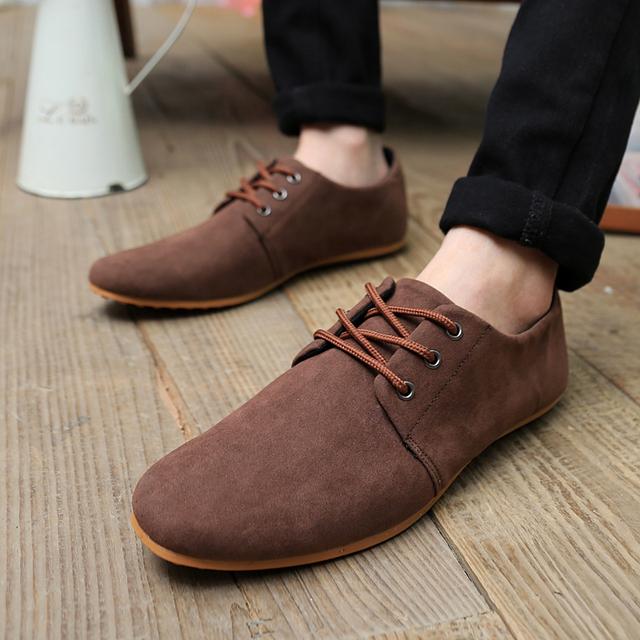 Mejor la Venta de 2017 Nuevos Hombres de zapatos de Primavera y Otoño de moda Casual de Gamuza Suave Con Cordones Mocasines zapatos Planos de tamaño 39-44