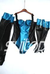 المرأة مجموعات يوتار مع قفازات اللاتكس والتخزين في لامع الأزرق
