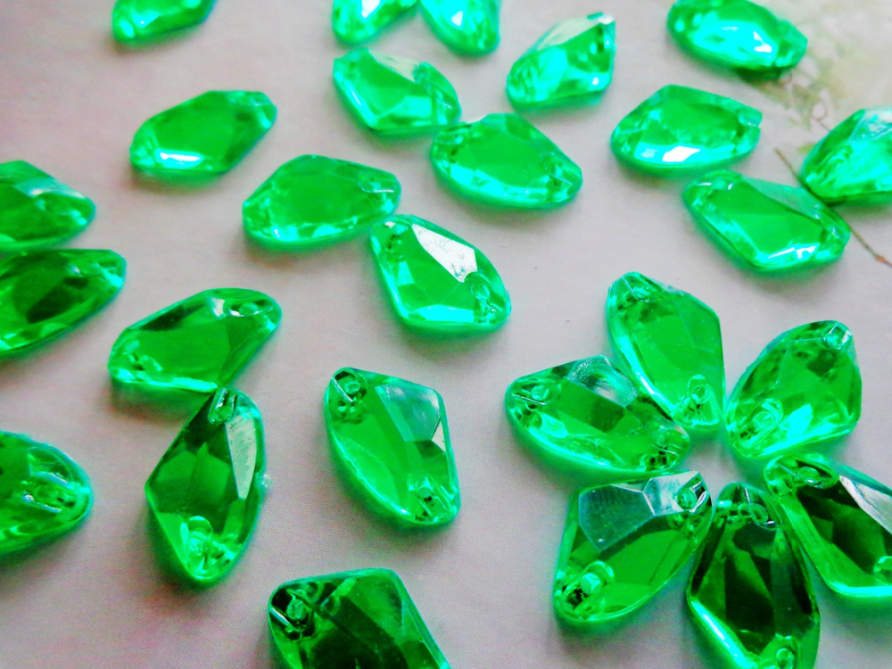 zbroh 150pcs 9*14mm Green Sew on rhinestones gem stones Acryl crystal Galactic sector shape flatback strass diamond hand sewing