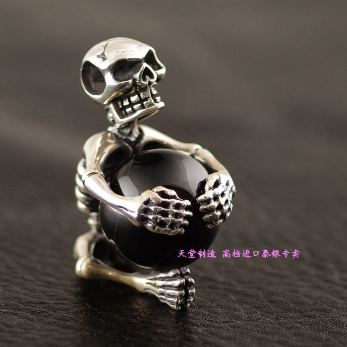 Thailand imports, 925 silver skeleton Crystal Ball Silver Pendant thailand imports skull blood new skeleton silver ring
