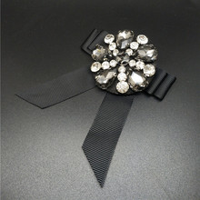 Luxurious Full Black Brooches Female Lady Crystal Elegant Bow Brooch Pin Lapel Pin Female Antique Full Crystal Brooches