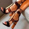 Marca de Moda 2017 Sexy sapatos de Salto Alto Mulher Sapato Cor Misturada Cut-Outs Lace-Up Curto Botas Botas de Verão Peep Toe com Tira No Tornozelo Mulheres sandálias