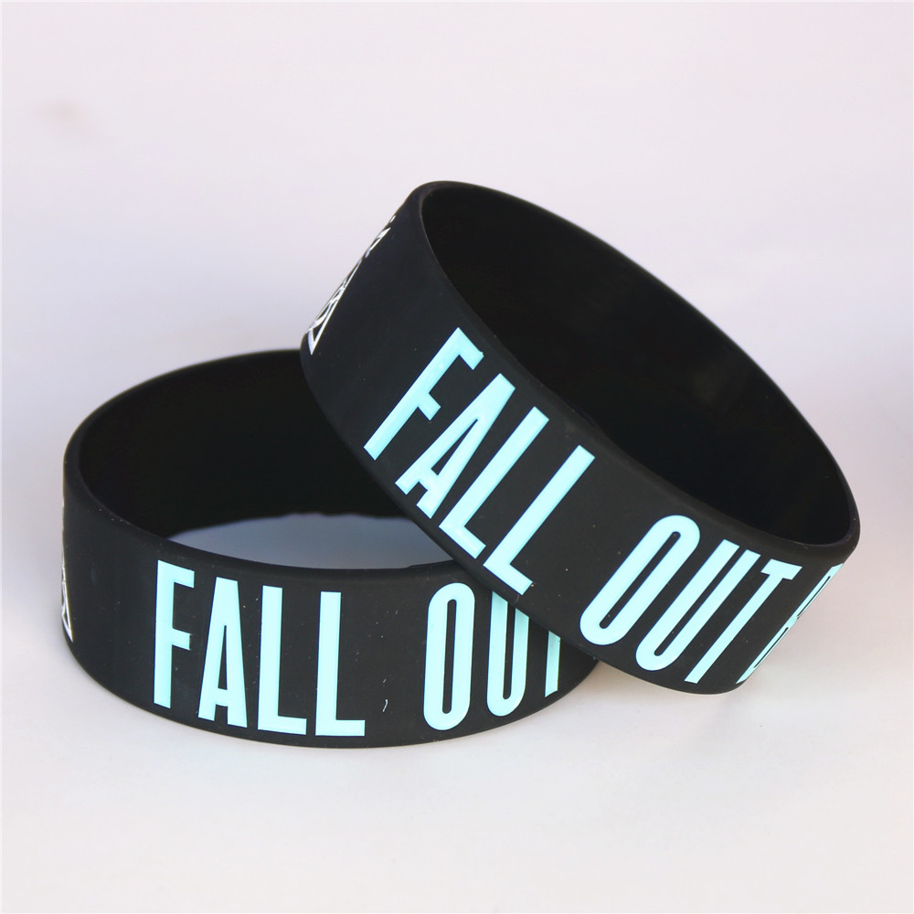 Купить с кэшбэком LUKENI 25PCS Fall Out Boy Silicone Wristbands for Rock Music Bands Fans Bracelets&Bangles Women Men Jewelry Gift Wholesale SH104