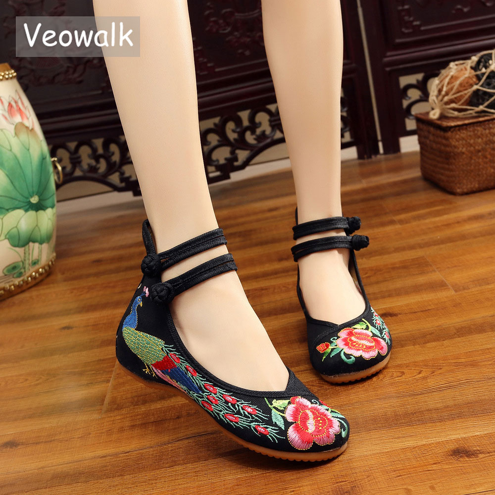Veowalk Big Size 34-43 Chinese Style Peacock Embroidery Women's Flats Old Peking Soft Sole Casual Breathable Cloth Shoes Woman mix style women s shoes old peking mary jane flat heel denim flats with embroidery soft sole casual shoes size 34 41