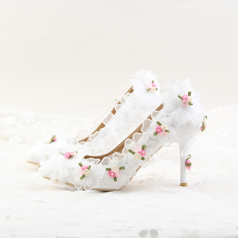 2017 White Lace Chiffon Flower Bridal Shoes High Heels with Pointed Wedding Shoes Girl Dress Shoes Women 9cm Low Heels Pumps