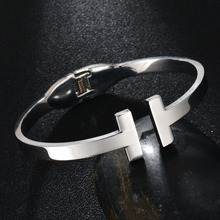 New Design Fashion Jewelry 316L Stainless Steel Bangle Titanium Plated Double Letter T Cuff