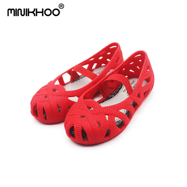 Mini Melissa 2018 New Girls Jelly Shoes Children Sandals Roman Shoes Hollow  Girls Princess Shoes Non-slip Beach Slippers Shoes 392cde33842d