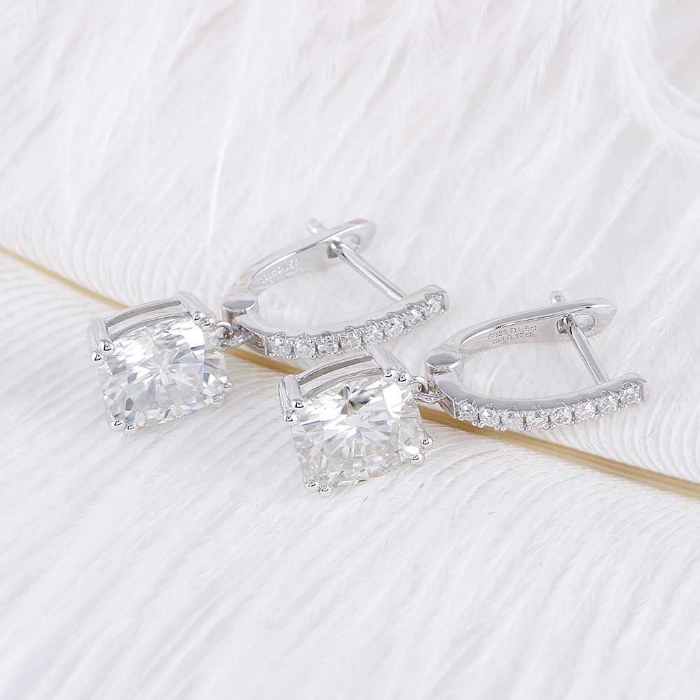 Takı ve Aksesuarları'ten Küpeler'de Transgems Platin Kaplama Gümüş Merkezi 6X7mm H Renk Yastık kesim moissanit Damla Küpe Kadınlar için Düğün Hediyesi'da  Grup 3