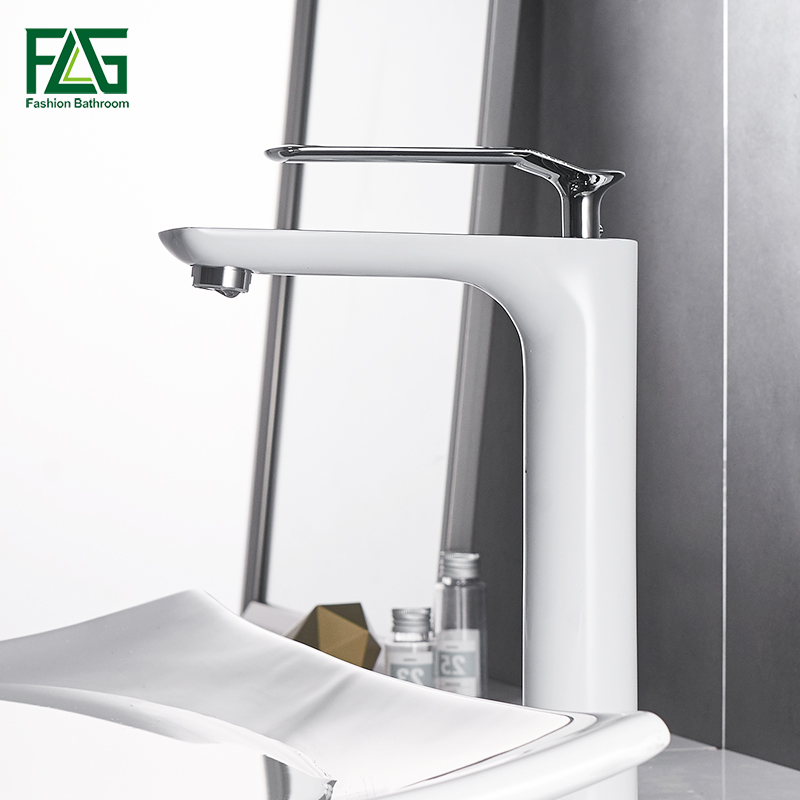 Bathroom Basin Faucets Modern Chrome Finished Bathroom Faucet Single Hole Cold and Hot Water Tap Basin Faucet Mixer Taps copper toilet wash basin faucet hot and cold bathroom sink basin faucet mixer water tap single hole basin faucet chrome plated