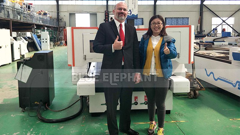 Our-USA-Customer-Come-to-Visit-Our-Factory-1