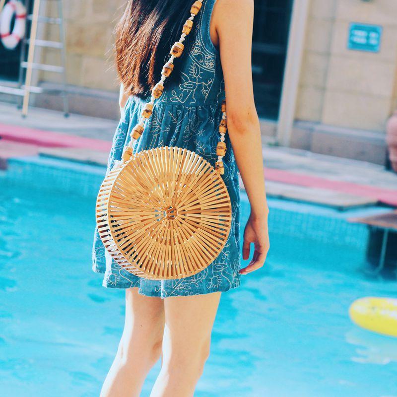 купить Round Beach Bamboo Woven Bag Casual Shoulder Bag Women Hollow Out Crossbody Shopping Straw Bag Travel bolsa feminina Beach Bag недорого