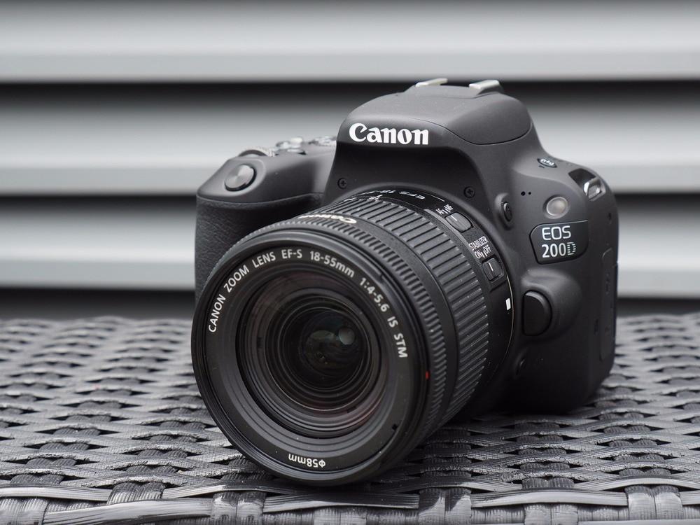 Canon EOS 200D/Rebel DSLR Camera & 18 SL2-55mm IS STM Lens-Preto