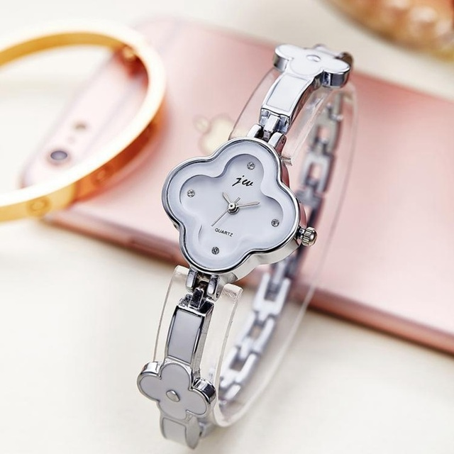 2017 New Women Watch Ladies Nobler Fashion Casual Design Clover Dial Bracelet Wa