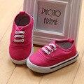 2017 Estilo Básico Cross-Amarrado Bebê Walkers Shoes Deslizar sobre Crianças Meninas Sapatos de Lona Bebê Plimsolls Casuais Tamanho 5-9