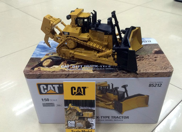 New BOX - DM Model - Cat D11T Track-Type Tractor - 1:50 Scale DieCast #85212