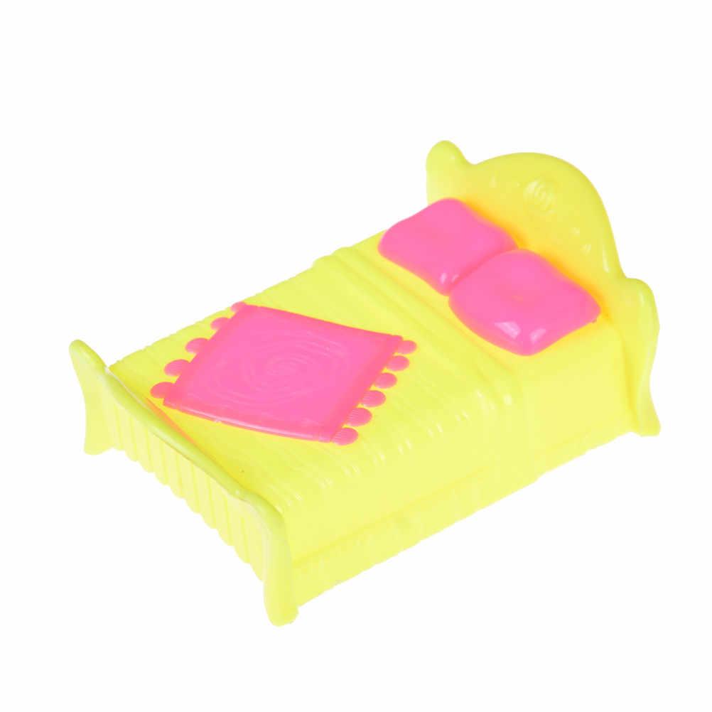 1 stücke 9 Stile Mode Kunststoff Bett Schlafzimmer Möbel Für Mädchen Puppen Puppenhaus Rosa Gelb Oder Lila Mädchen Geburtstag Geschenk