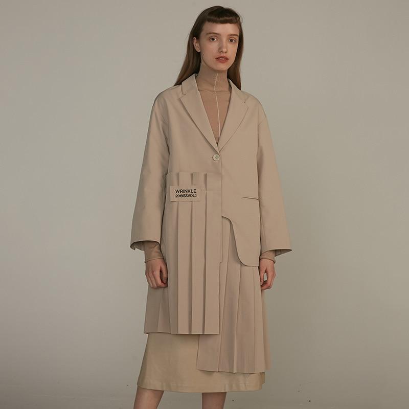 [EAM] 19 New Autumn Winter Lapel Long Sleeve Khaki Irregular Hem Pleated Split Joint Windbreaker Women Trench Fashion JQ483 4