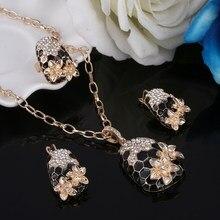 14009668fd85 Charmante Schlange Italienische Schwarze Emaille Schmuck-Set Kristall  Anhänger Halskette Ohrringe Ringe Set ensemble de