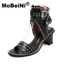 576a42cabfd MoBeiNi 2017 Verão Novo Estilo Casual Lady Punk Moda Mulher Sexy com Tira  No Tornozelo Sandálias de Salto Médio Sapatos Rebites .