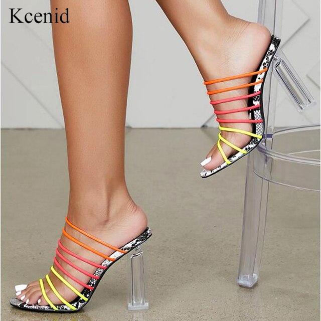 Kcenid 2019 yeni seksi çok yılan baskı sandalet kadınlar açık parmaklı karışık renkli şeffaf blok topuk sandalet kristal terlik pompaları