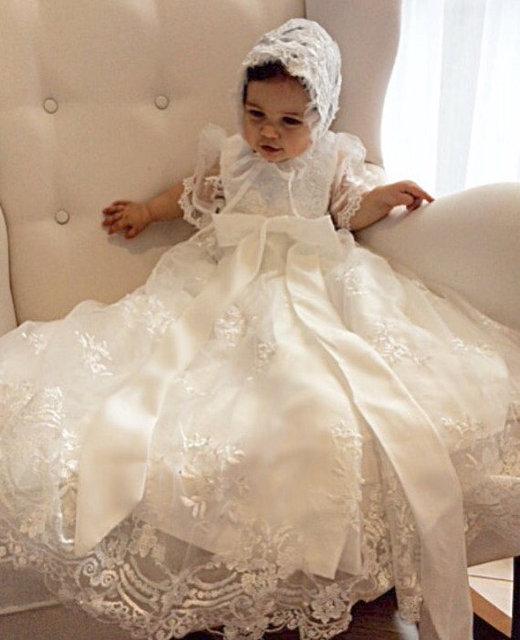 SUR VENTE 2018 Belle Bébé Fille Baptême Robe de Fête D'anniversaire Robe Dentelle 0-24month Bébé Garçon Robe De Baptême Robe Avec Capot