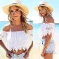 2016 Mujeres de La Moda Sexy Crop Top Boho Encaje Blanco Camisetas de Las Mujeres Hombro Crop Shirt Tops Pura Halter Floja Superior Femenina Blusa
