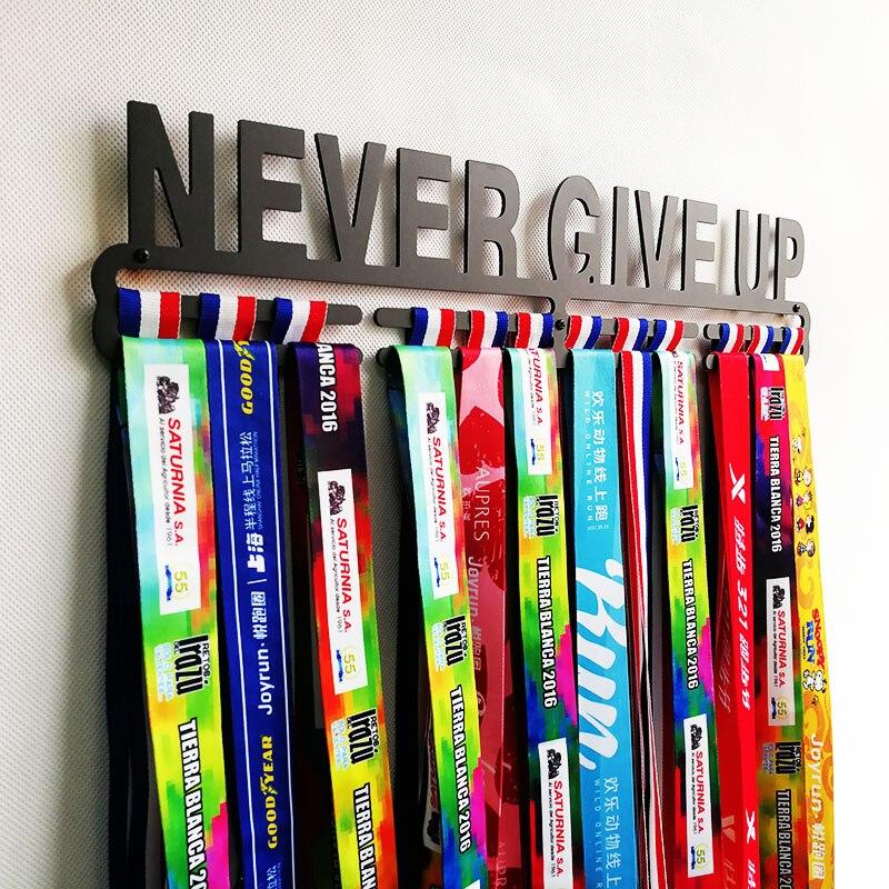 Никогда не сдавайтесь медаль держатель Вешалка для спортивных медалей вдохновляющие медаль Дисплей стойки для 32 + медали
